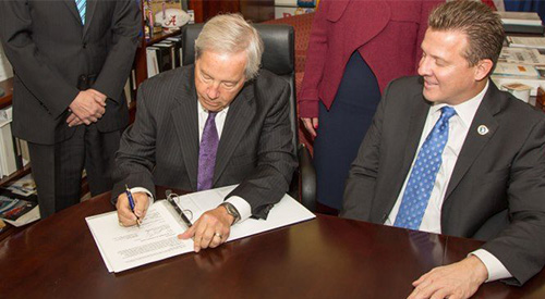 VA signing VRE apprencticeship program agreement.